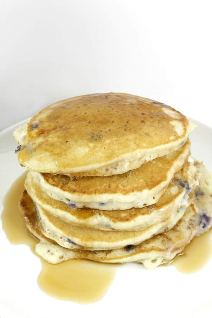 Blueberry Cheesecake Pancakes | MoscatoMom.com